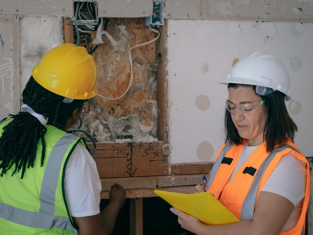 Two women doing a quality inspection by following a quality checklist